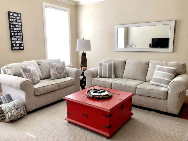 Spacious Condo in a the Beautiful Belle Meade!