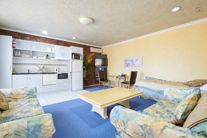 Self-contained apartment with SPA near the beach