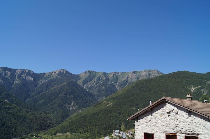 Maison de village au calme - Venanson - House