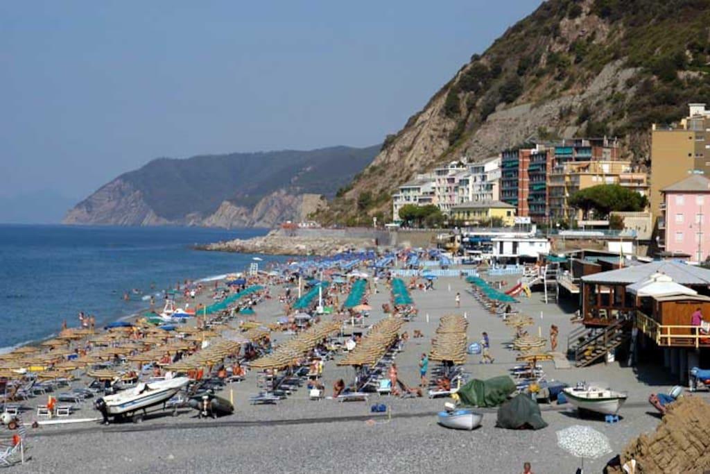 The beach of Deiva Marina - Baie del Levante