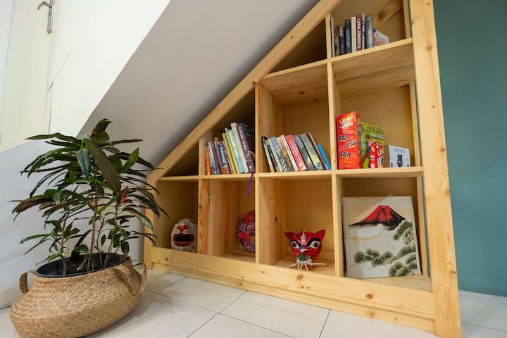 Books and board games that you can play during your stay