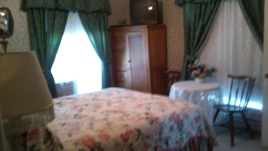 private room w/ bath in  B&B, full breakfast