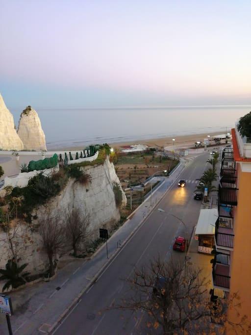 Posizione del monolocale rispetto alla spiaggia LUNGOMARE E. MATTEI (2minuti a piedi)