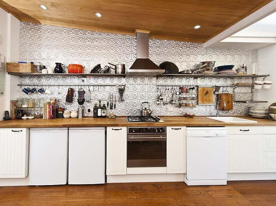 Compact and well equipped kitchen