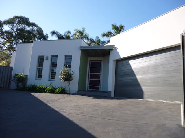 Contemporary Villa - Corrimal - 別荘