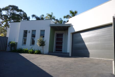 Contemporary Villa - Corrimal