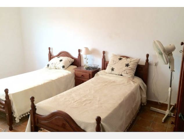 Large double bedroom - El Saucejo - House