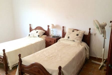 Large double bedroom - El Saucejo