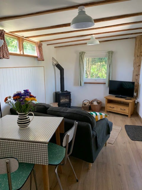 Cosy Rural Hideaway close to St Just and the coast