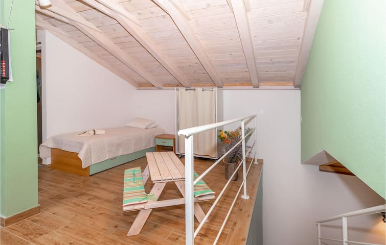 Holiday cottage with 2 bedrooms on 106m² in Klenovica