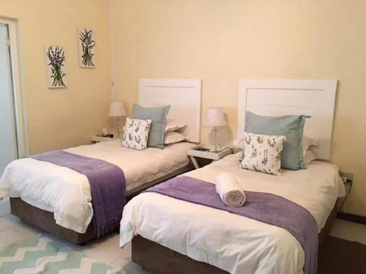 Room 2 - Lavender room - Guest House Pongola