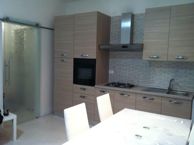la  cucina e il soggiorno