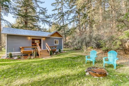 New listing! Secluded cottage w/ kitchenette, Free WiFi, & firepit!