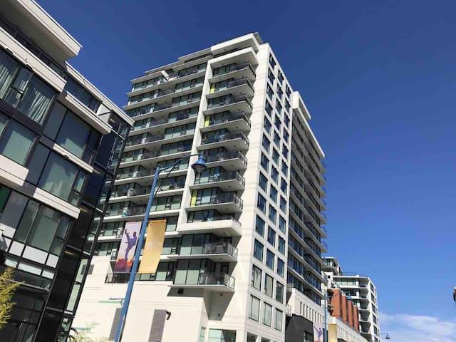 High rise New 1Br&1Bt apartment Richmond centre