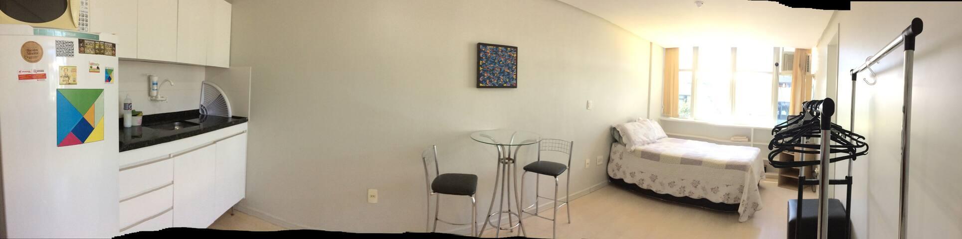 Pequeno espaço, bem localizado. - Brasília - Lägenhet