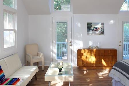 Beautiful Backyard House, 1400sf in heart of KW