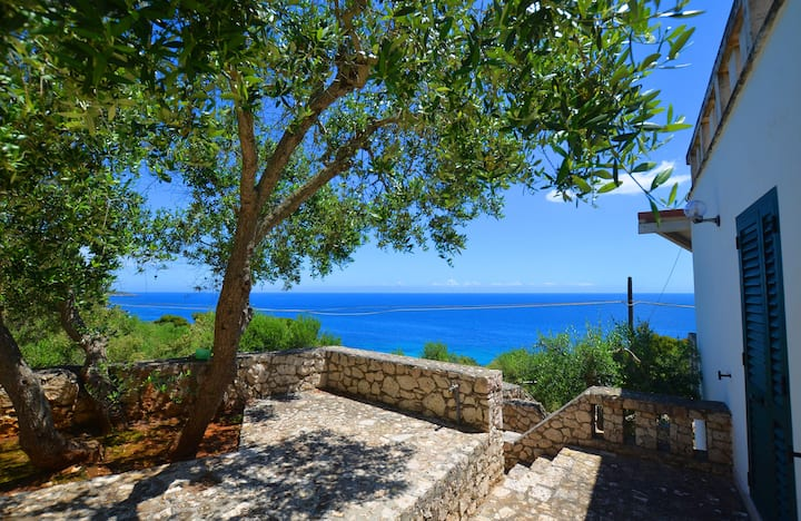 Villa for 2-6 persons with wonderful sea view, walking distance to sea