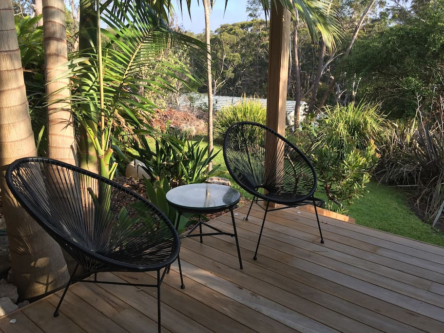 Facing north, the brand new hardwood deck is filled with morning sunshine and the perfect Spot to enjoy breakfast ! Otherwise relax and enjoy the birds and a quiet afternoon drink amongst nature!