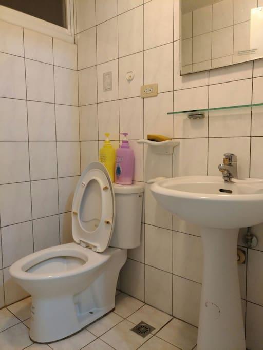 每間都是具有獨立衛浴設備的套房