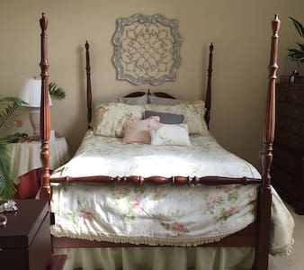 Cozy master en suite in quiet neighborhood. - Холланд