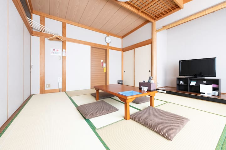 Relaxing tatami room for 5 ppl w/ 8 types of baths