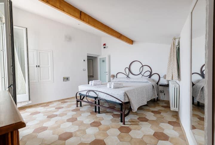 Villa Alda - Camera Vista Mare e terrazzo privato