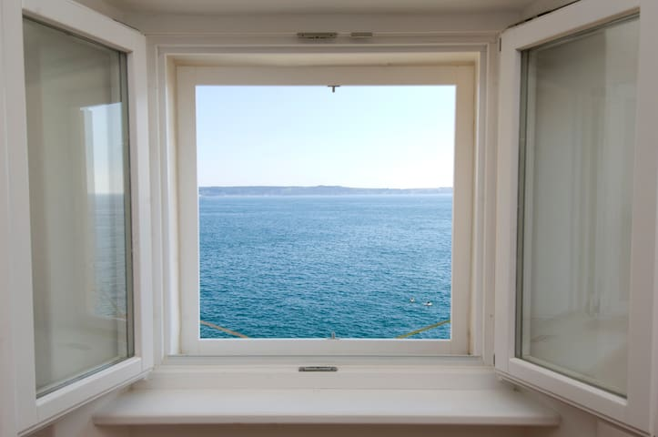 Perfect Getaway for 2 w/ Amazing Sea View
