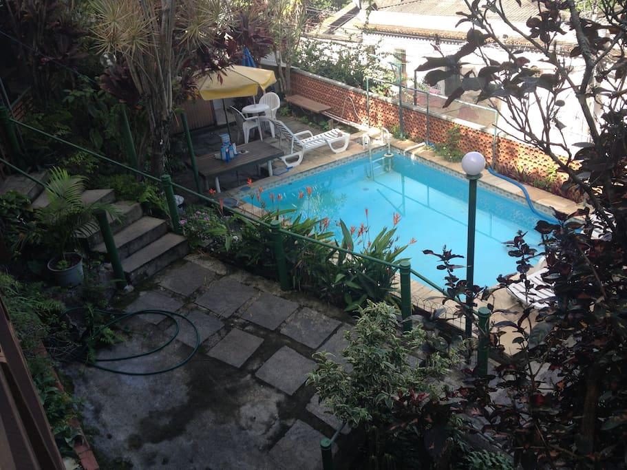 Vista da piscina / área verde  - área comum da casa