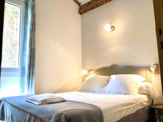 La chambre avec lit double 140 x 190.