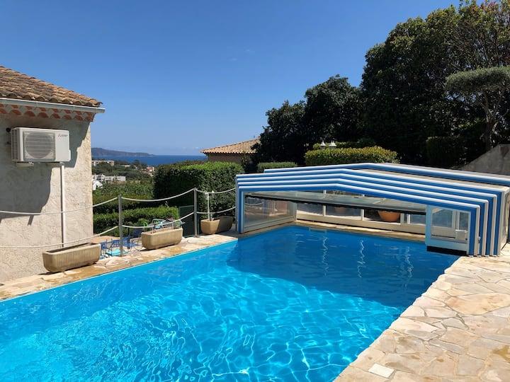 Villa Cavalaire, piscine , vue mer, centre-ville