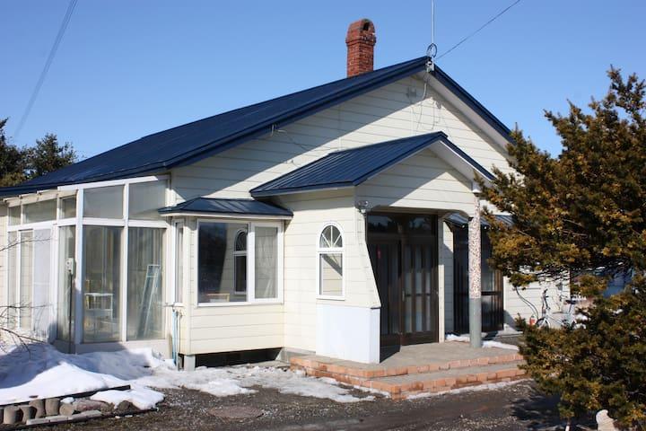 天然温泉家族風呂完備、民泊「洞爺湖畔の仲間の家」 - Sobetsu - Rumah