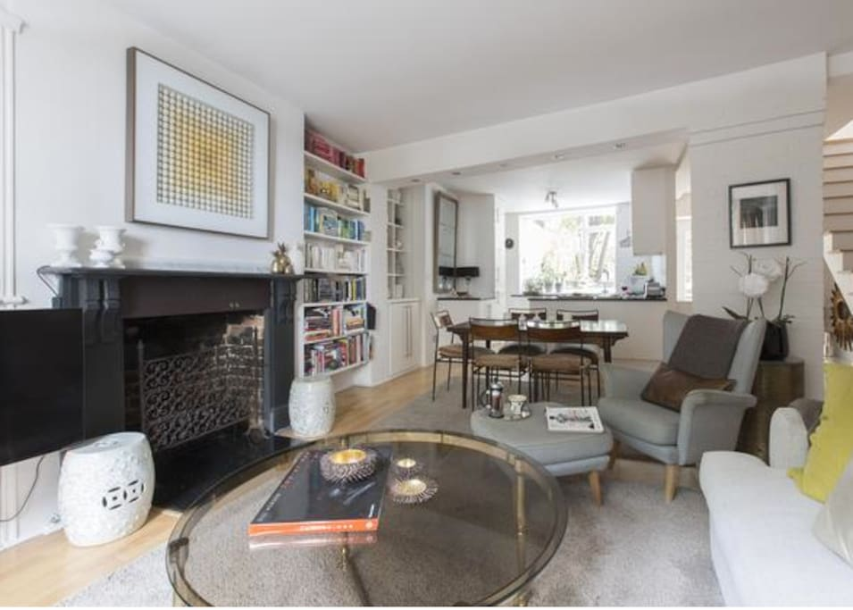Large open plan living/dining area