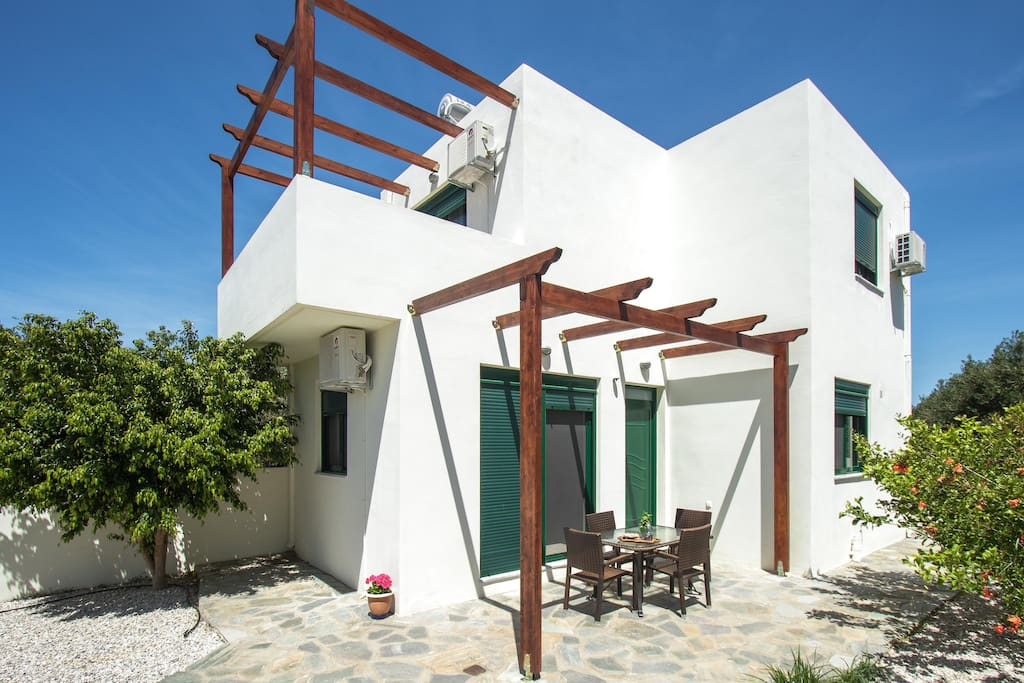 100% Private and fenced villa. Parking available. Safe for kids!