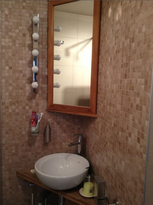 Joli studio pr s du parc montsouris appartements louer - Showroom salle de bain ile de france ...