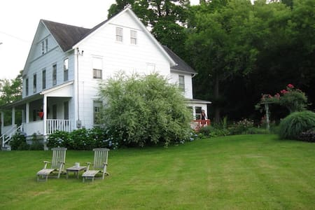 Red Room - High Falls - Bed & Breakfast