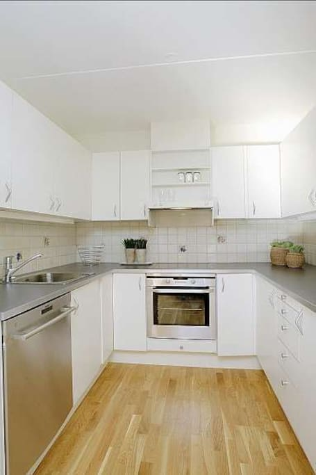 Spacious, fully equipped kitchen.