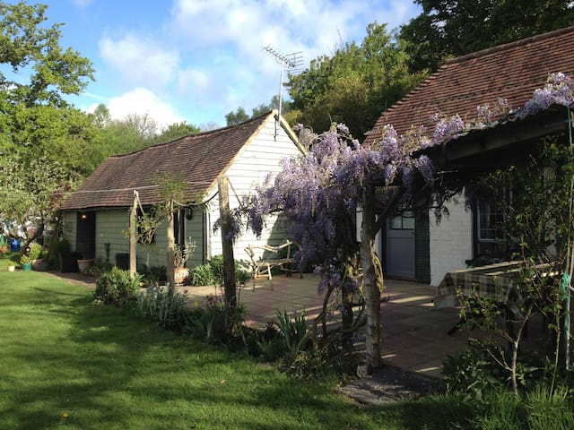 Charming Deer Cottage - East Sussex - Mökki