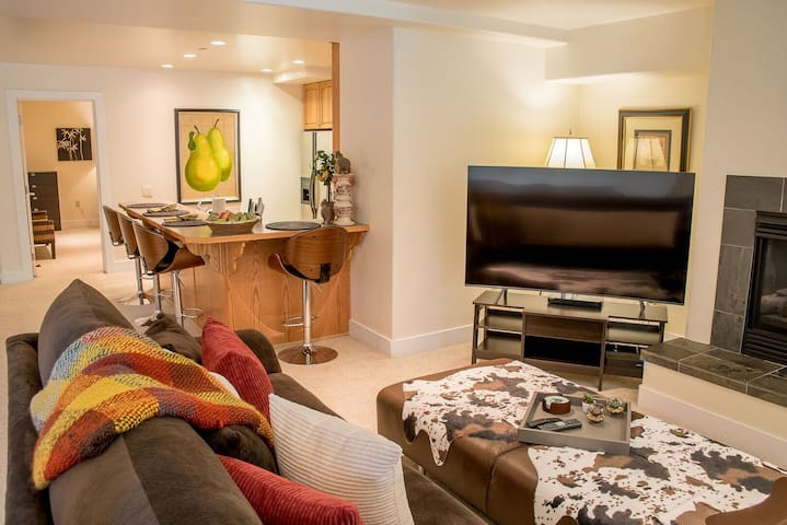 High-End Condo with Access to Zenergy Pool and Private Garage    2 Bedroom, 2.5 Bathroom