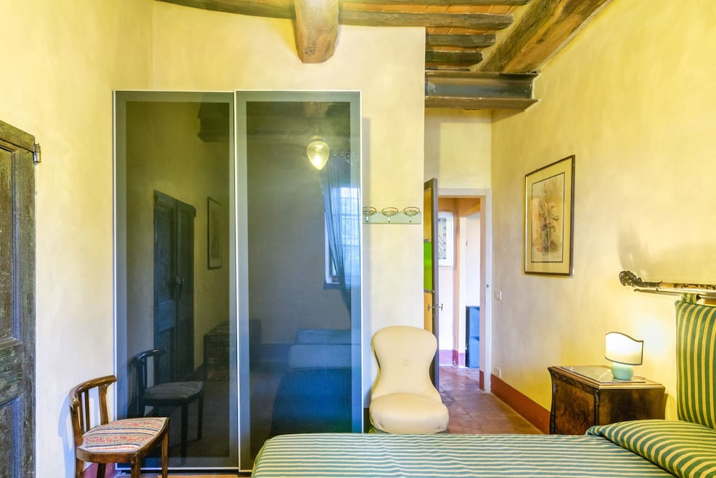 A two-rooms flat in the Chianti