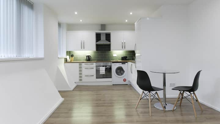 Modern 1 BR Apartment located in central Leicester