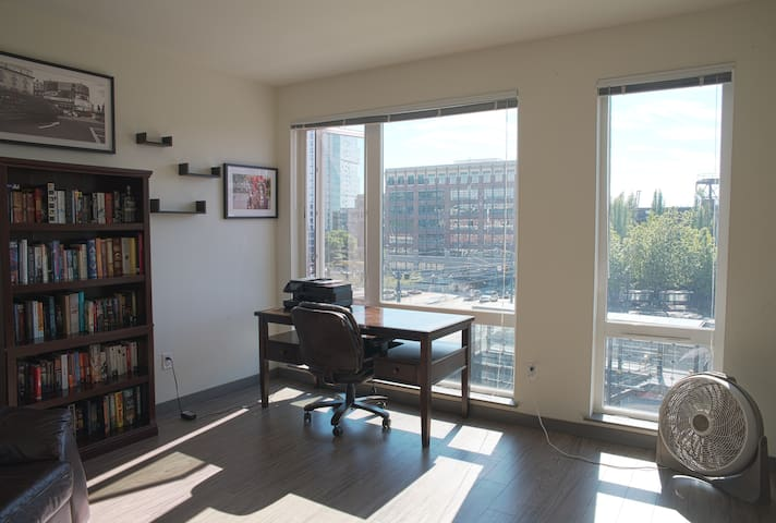 Downtown Seattle Apartment with a view.