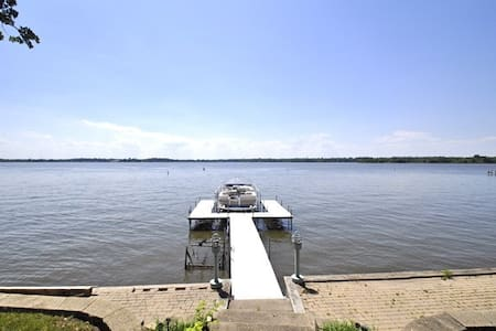 Killer Views Lake House. Sleeps 12! - Fox Lake