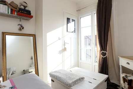 Lovely studio flat close to Paris