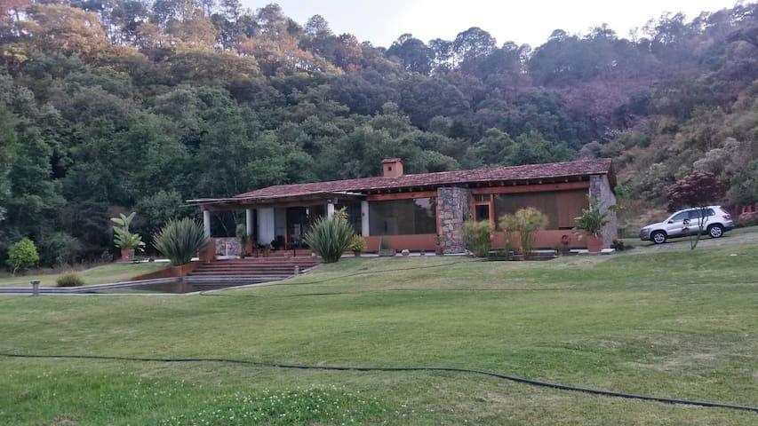 A Beautiful Cabin with a Riverview - Temascaltepec de González - Cabana