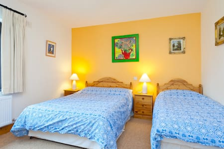 Triple  - 1 double and 1 Single Bed - Bed & Breakfast