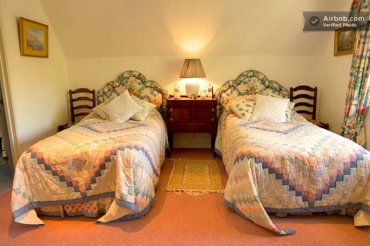 Thatched B and B - twin en suite - Marlborough - Inap sarapan