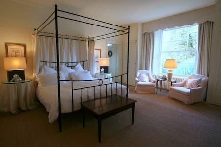 The Main Room - Melton - Bed & Breakfast