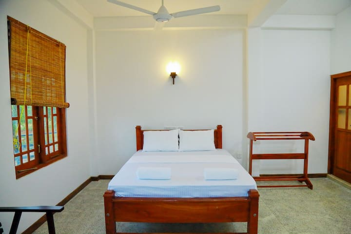 Standard Triple Room - Weligatta - Bed & Breakfast