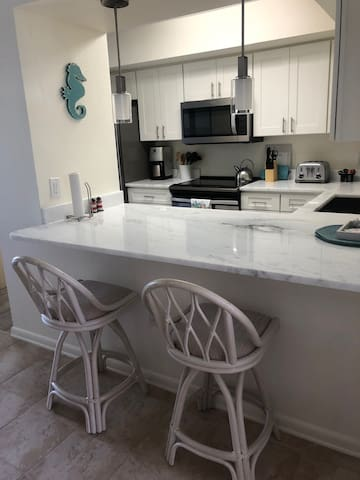 Newly Renovated 2 Bed/ 1.1 Bath Condo on Marco