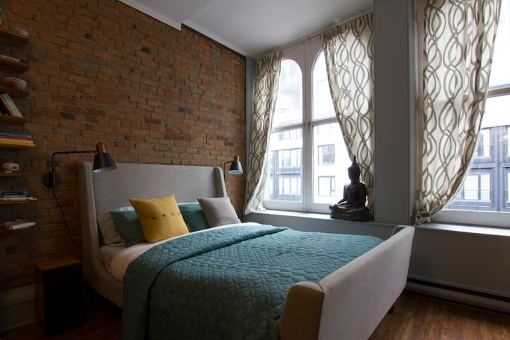 Old Montreal Charming Loft
